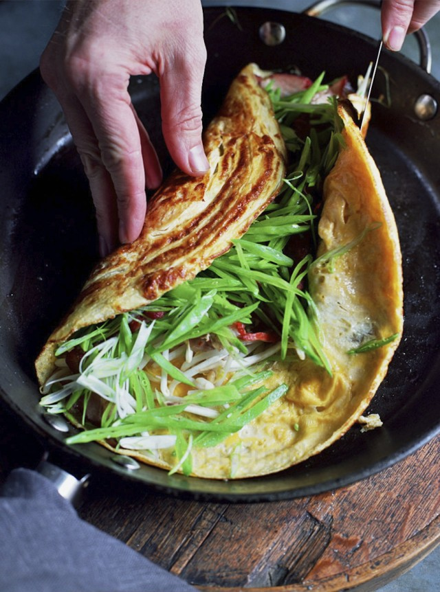 Chinese-style omelette with bbq pork (Dinner Dash)